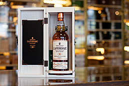 Laphroaig 30y jetzt bei Whisky & Cigars